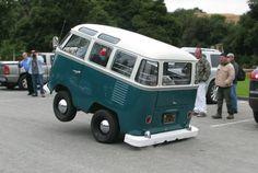 1958 VW Short Bus - not a bug but just as cute as a bug! Auto Volkswagen, Volkswagen Bus, Vw Camper, Ferdinand Porsche, Bmx, Kombi Hippie, Convertible, Short Bus, Mini Bus