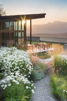 This is my super ideal dream house! So beautifuuuul :) This Modern Jackson Hole, Wyoming, Home Channels Frank Lloyd Wright Landscape Design, Garden Design, House Design, Outdoor Spaces, Outdoor Living, Beautiful Homes, Beautiful Places, Home Channel, Jackson Hole Wyoming