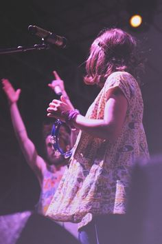 ..An Interview With Jade & Nora Of Edward Sharpe & The Magnetic Zeros..