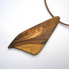 wlkr / Drevené náhrdelníky/Navliekané / Drevený náhrdelník - špaltovaný bukový kúsok Jewerly