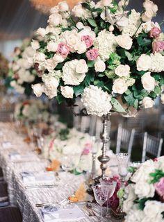 velvet table linen | #weddingreception #decor #flowers #tablescapes, #centerpiece  Photography: Desi Baytan Photography - desibaytan.com