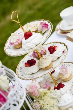 Summer tea in the garden.