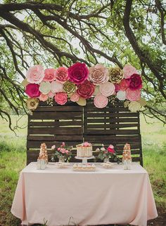 Creating a stunning paper flower backdrop for a baby shower, wedding or any event can make a gorgeous statement your guests will talk about for years to come. I designed these large paper flowers i… Large Paper Flowers, Paper Flowers Wedding, Flower Paper, Wedding Bouquets, Brunch Decor, Bridal Shower Rustic, Wedding Rustic, Trendy Wedding, Pallet Wedding
