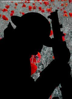 ww1 british soldier silhouette - Google Search Remembrance Day Activities, Remembrance Day Art, Soldier Silhouette, Ww1 Art, Poppy Craft, Remember The Fallen, Armistice Day, Anzac Day, Military Art