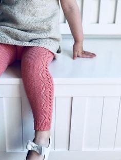 Ravelry: Cornelia Leggings and Knee Socks pattern by Anne Dresow Knitting Short Rows, Knitting For Kids, Baby Knitting Patterns, Knitting Socks, Knitting Designs, Baby Leggings, Knit Leggings, Baby Pants, Leggings Store