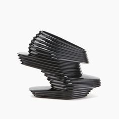 zaha hadid  NOVA SHOE « L'architecture est la façon dont la personne se place dans l'espace. La mode s'intéresse à la manière dont vous placez l'objet sur la personne. » © United Nude, 2013