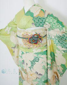 振袖レンタル 成人式・結婚式など Japanese Geisha, Japanese Beauty, Japanese Kimono, Kimono Japan, Japanese Costume, Wedding Kimono, Samurai Warrior, Kimono Fabric, Japanese Outfits