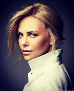 Charlize Theron Looks Totally Different with Baby Bangs - Celebrities Female Charlize Theron, Business Portrait, Most Beautiful Women, Beautiful People, Headshot Poses, Actor Headshots, Atomic Blonde, Celebs, Celebrities