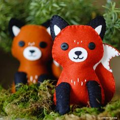 Learn how to make an adorable felt fox stuffie with our printable template and complete instructional video, by handcrafted lifestyle expert Lia Griffith