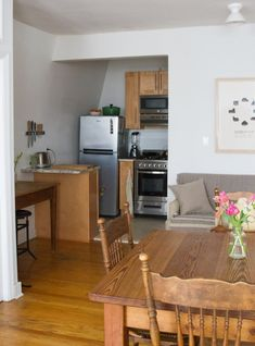 600 sqft apartment living dining room decor - Internal Home Design Small Space Living, Small Rooms, Small Spaces, Small Apartments, Bude, Home Design, Erin Boyle, Trends, Kitchen Flooring