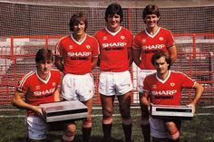Norman Whiteside, Ray Wilkins, Steve Coppell, Frank Stapleton and Bryan Robson pictured with Sharp VCRs at the 1982 Manchester United's Adidas kit launch. ♥