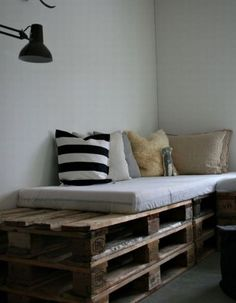 dont like that the pallet is longer than the matress, but it shows another way to use them.
