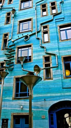 This building is located in Dresden, Germany. It's called Neustadt Kunsthofpassage. And when it rains it starts to play music. This building is located in - Creative, Interesting - Check out: A Building That Plays Music When It Rains on Barnorama Sound Of Rain, Singing In The Rain, Piscina Interior, Blue Building, Dresden Germany, Singular, Interesting Buildings, Bleu Turquoise, When It Rains