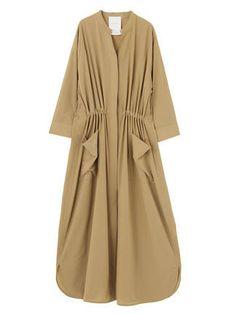 nylon one-piece coat. Abaya Fashion, Modest Fashion, Fashion Dresses, Fashion Details, Love Fashion, Womens Fashion, Fashion Design, Hijab Mode, Mode Kimono