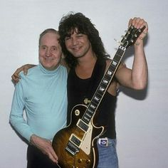 Les Paul and Eddie Van Halen Eddie Van Halen, Beginner Electric Guitar, Cool Electric Guitars, Van Hagar, Famous Guitars, David Lee Roth, Music Guitar, Guitar Rig, Guitar Players