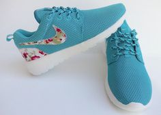 KOSTENLOSER VERSAND. Nike Roshe laufen Frauen Sport Laufschuhe Damen Sportschuhe blau Farbe mit Stoff Blumen. Kostenloser Versand