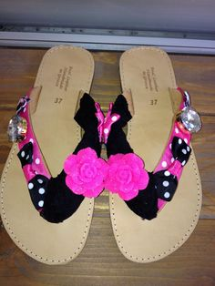 handmade black/pink sandals with resin flower dot bows and strass #σανδαλια #χειροποιητα #summer #sandals #summersandals #pink #flower #resin #bows Palm Beach Sandals, Real Leather, Bows, Pearls, Handmade, Fashion, Arches, Moda, Hand Made