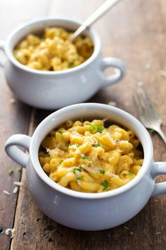 Healthy Mac and Cheese - feel-good comfort food made with a creamy butternut squash and caramlized onion sauce. 350 calories. | pinchofyum.c...