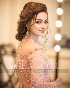 wedding hairstyles pakistani Image may contain: one or more people and closeup Pakistani Wedding Hairstyles, Asian Wedding Dress Pakistani, Asian Bridal Dresses, Bridal Hairstyle Indian Wedding, Pakistani Bridal Makeup, Bridal Mehndi Dresses, Desi Wedding Dresses, Bridal Hair Buns, Bridal Dress Design
