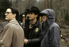 Twin Peaks set 25 years ago with Kyle MacLachlan, Michael Ontkean and David Lynch. Just look at Kyle and his glasses :3