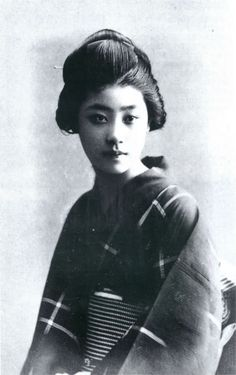 Young geisha named Ryoko, who married a foreign minister of Japan, Munemitsu Mutsu. She was sold to a geisha house by her impoverished samurai family. Japanese Geisha, Japanese Beauty, Vintage Japanese, Japanese Girl, Japanese History, Japanese Culture, Samurai, Image Japon, Vintage Photographs