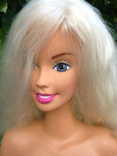 """My inner 90s child wants this so badly.  Barbie Doll 8"""" Blonde Hair Styling Head 1998 Mattel for Makeup Styling 