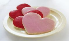 These heart-shaped shortbread cookies are light, buttery and topped with royal icing. They are perfect to make for gifts and you can also use lollipop sticks to make cookie pops with this recipe. Chocolate Buttercream Icing, Sugar Icing, Frosting Recipes, Cookie Recipes, Icing Recipe, Cookie Glaze, Orange Frosting, Heart Cookies, Cookies Kids