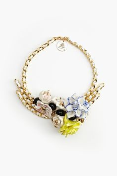 looking for a necklace like this, only no flowers and not 300 $ haha