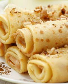 """eatsmarter_dePANCAKE So langsam wird das Motto dieser Woche erkennbar... 🥞 Eingerollt und mit Apfel, Erdnussbutter und Nüssen serviert, schmecken die Süßen soooo lecker. 😍  Das Rezept gibt's in der Story, Bio und auf 👉 www.eatsmarter.de unter 🔎 """"Pfannkuchenröllchen""""  Das braucht ihr dafür:   2 Eier 250 ml Milch (3,5 % Fett) 125 g Mehl (Type 1050) 1 EL Rohrohrzucker 1 Apfel 2 EL Butter zum Braten 100 g Erdnussbutter 20 g gehackte Nuss"""