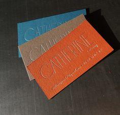 Jolies cartes pour BON traiteur à domicile ... gravure argent sur papier d'édition 300gr #catherine #catering #traiteur #buffet #miam #typo #gravure #silver intaglio.fr