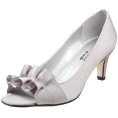 VANELi Women's Madora Pump,Silver,7.5 N US VANELi http://www.amazon.com/dp/B002GJT1A8/ref=cm_sw_r_pi_dp_AtSVub1Y0SC1F