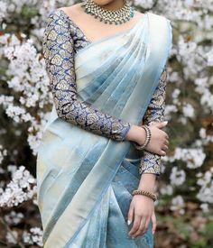South Indian Wedding Saree, Indian Bridal Sarees, Indian Bridal Outfits, Pattu Sarees Wedding, Bridal Sarees South Indian, Bengali Wedding, Indian Designer Sarees, Indian Silk Sarees, Stylish Blouse Design