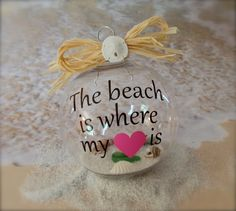 Place sand from a special beach Beach Ornaments, Diy Christmas Ornaments, Christmas Balls, Christmas Art, Holiday Crafts, Christmas Decorations, Shell Ornaments, Christmas Stuff, Beach Christmas Trees