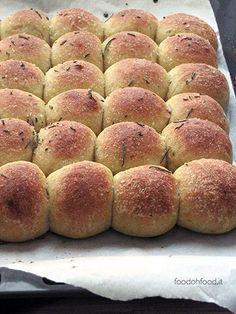 Paninetti all'olio d'oliva con farina di farro, zucca e rosmarino