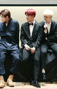 Yoongi's smol feet don't even touch the floor ❤️❤️❤️❤️