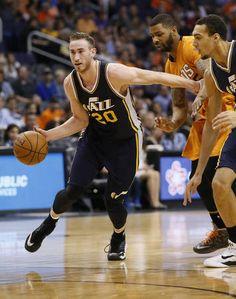 Utah Jazz guard Gordon Hayward (20) pushes the ball up court against the Phoenix Suns' during the first half of an NBA basketball game, Friday, Feb. 6, 2015, in Phoenix. (Matt York, AP)