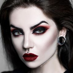How To Eliminate Wrinkles Without The Need Of Going To A Beauty Surgeon - Lips Makeup Witch Makeup, Halloween Eye Makeup, Halloween Eyes, Girl Vampire Makeup, Dark Angel Makeup, Vampire Makeup Tutorial, Gothic Eye Makeup, Vampire Diaries Makeup, Gothic Makeup Tutorial