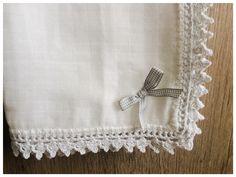 Muselina bebé con borde de crochet
