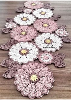 Crochet Patterns combine Love the colour combination of these doilies - no pattern, only an image. Units of Bajo-Platos made Trapillo to crochet 35 cm. in by SusiMiu Camino a crochet This Pin was discovered by Mar No photo description available. Filet Crochet, Mandala Au Crochet, Crochet Motifs, Crochet Squares, Crochet Doilies, Crochet Flowers, Crochet Carpet, Crochet Home, Love Crochet