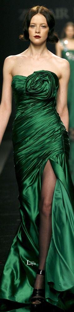 ❊ Green Christmas memories ❊ / Zuhair Murad♔༺ß༻ Zuhair Murad, Green Fashion, High Fashion, Women's Fashion, Beautiful Gowns, Beautiful Outfits, Couture Fashion, Runway Fashion, Mode Glamour