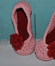 Crochet slippers, pink with red rose
