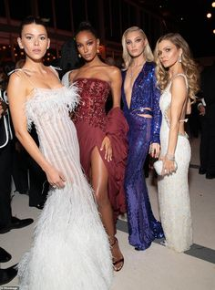 Jasmine Tookes and Elsa Hosk attend the 2019 Vanity Fair Oscar Party hosted by Radhika Jones at Wallis Annenberg Center for the Performing Arts on February 2019 in Beverly Hills, California. Homecoming Dresses, Bridesmaid Dresses, Bridesmaids, Lab, Jasmine Tookes, Red Carpet Gowns, Elsa Hosk, Vanity Fair Oscar Party, Glamorous Wedding