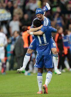Fernando Torres and Didier Drogba. Chelsea Football Team, Chelsea Fc Wallpaper, Old Trafford, Arsenal Fc, Champions League, Premier League, Soccer, Eden Hazard, Fernando Torres