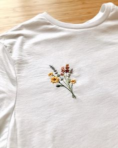 Shirt Design Inspiration – Expolore the best and the special ideas about Graphic design Embroidery On Clothes, Cute Embroidery, Embroidered Clothes, T Shirt Embroidery, Hand Embroidery Patterns, Diy Embroidered Tshirt, Embroidered Flowers, Embroidery Stitches, Herb Embroidery