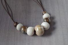Collier fantaisie naturel tons chocolat beige et blanc perles en céramique et pâte polymère : Collier par atelier-d-ombeline
