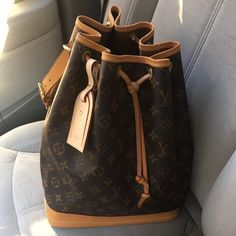 Louis Vuitton Noé NOT SELLING, JUST SHARING THIS BEAUTIFUL PIECE❤️ Louis Vuitton Bags Hobos