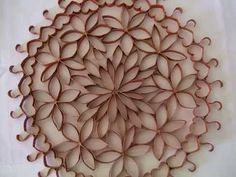 Enfeite de parede (flores de papel-rolinho de papel higiênico) - YouTube