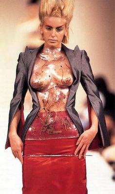 Earthworms ensemble by Alexander McQueen : 'The Hunger' , spring/summer 1996 . Body-hugging molded transparent bodice with encased live earthworms  ( double-skinned vac-formed Pet-G bodice by Kees van der Graaf )  . http://p0.storage.canalblog.com/08/13/119589/64307371_p.jpg