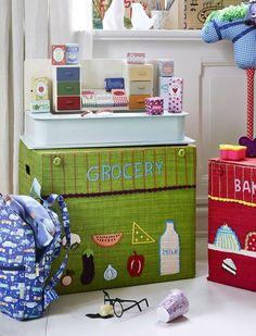 Spielzeugkorb Der große Kaufmannsladen-Korb hat eine prima Höhe zum spielen! Anschließend kann alles wunderbar verstaut werden. Der Korb lässt sich mühelos zusammenfalten, von Rice.