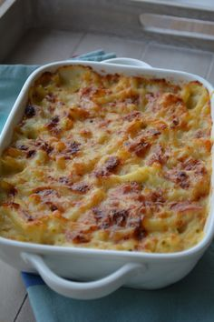 macaronie met ham en kaas Macaroni Pasta, Macaroni And Cheese, Dutch Recipes, Italian Recipes, Macaroni Schotel Recipe, Pizza, Good Food, Yummy Food, Healthy Slow Cooker